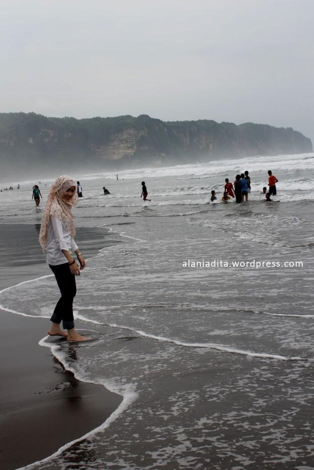 Pantai di Balik Bukit.