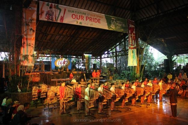 Saung Angklung Mang Udjo, Bandung