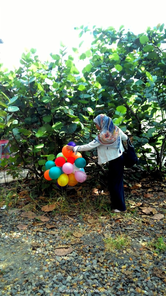 Menemukan segumpal balon. :)