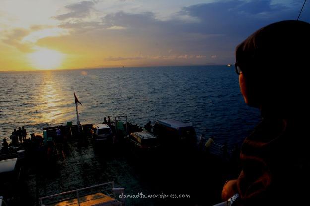 Golden sunset diatas kapal menuju Pelabuhan Merak. :)