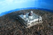 Replika Mesjid yang tetap berdiri kokoh di Ule Lhee