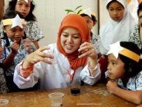 Mba Anita | Analis Kimia