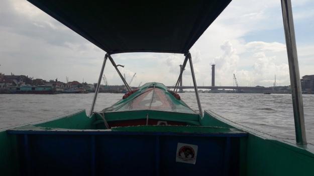Kapal Nyebrang ke Pulau Kemaro.jpg