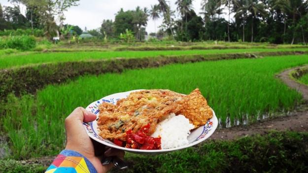 Makan di Warung Klotok.jpg