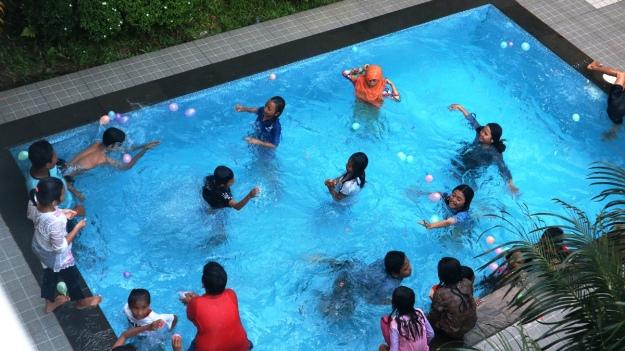 Berenang di Villa NR.jpg